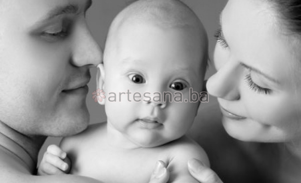 Nošenje vašu bebu čini sretnijom i zadovoljnijom